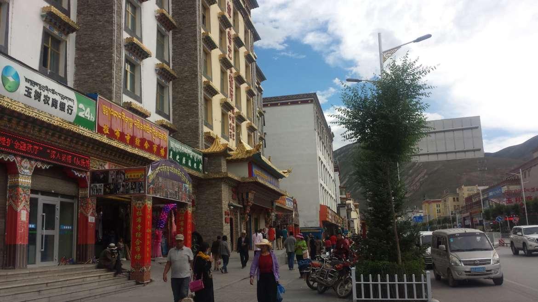 Eastern Tibet route, Qinghai, Yushu, in the center