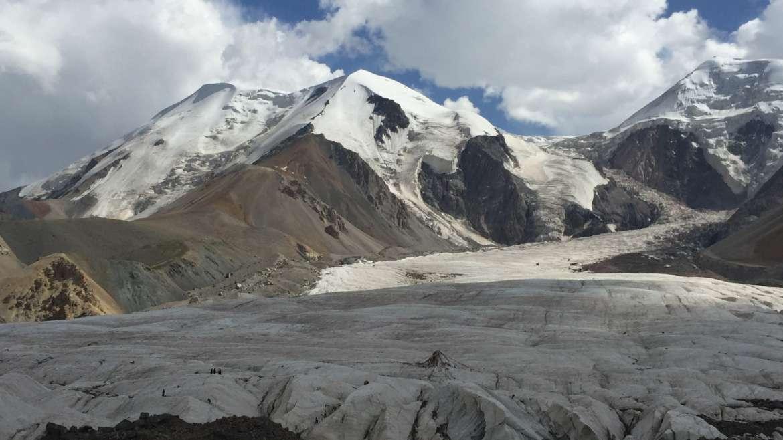 Eastern Tibet route, Qinghai, Amnye Machen, Dragde La pass, view to Damxung glacier