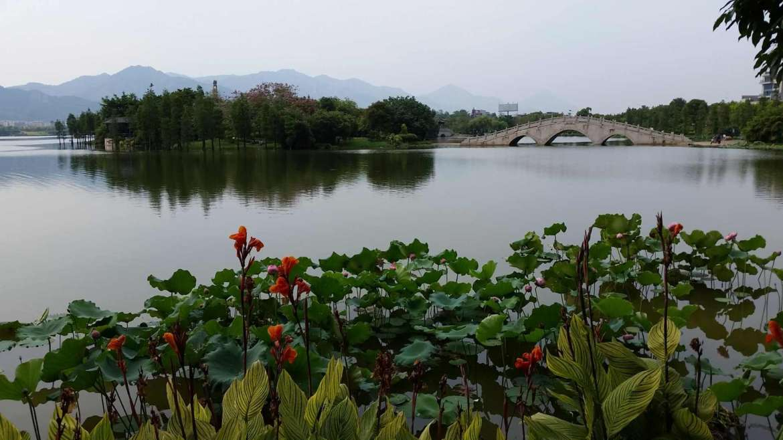 Feilai Lake, between the City area and Qingxin