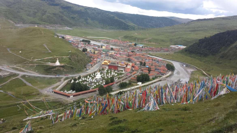 China, Tibet, Tagong (Lhagang), view from a Tagong grassland hill