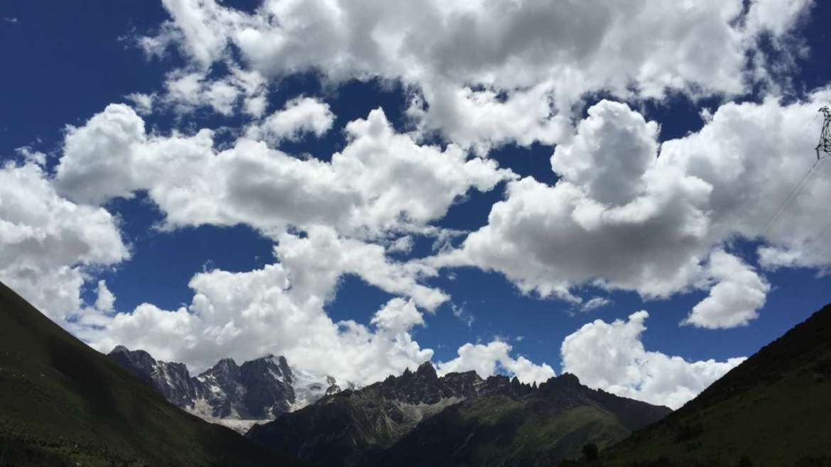 Eastern Tibet, on the way to Yilhun Lha Tso, deep blue sky and white clouds
