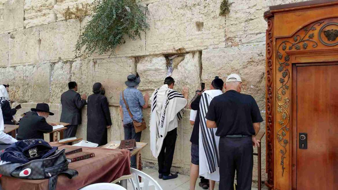 Israel itinerary- Jerusalem- praying people on the Western Wall