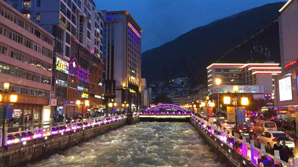Zheduo River in the center of Kangding