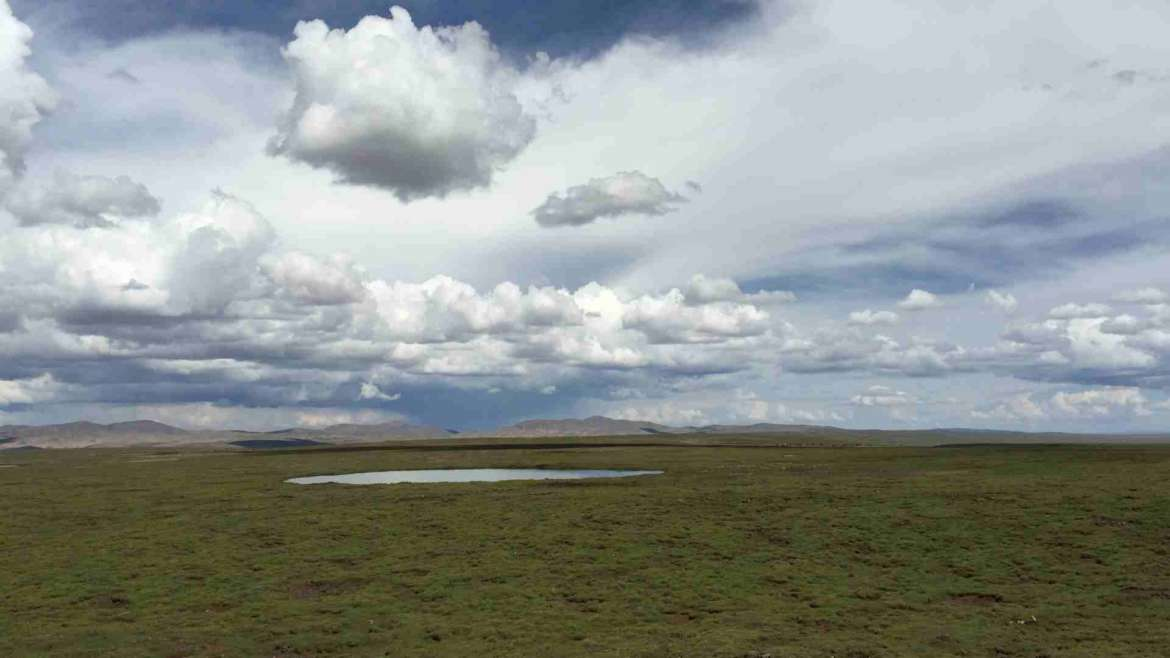 Off the beaten path- the silent vast emptiness of the Tibetan plateau