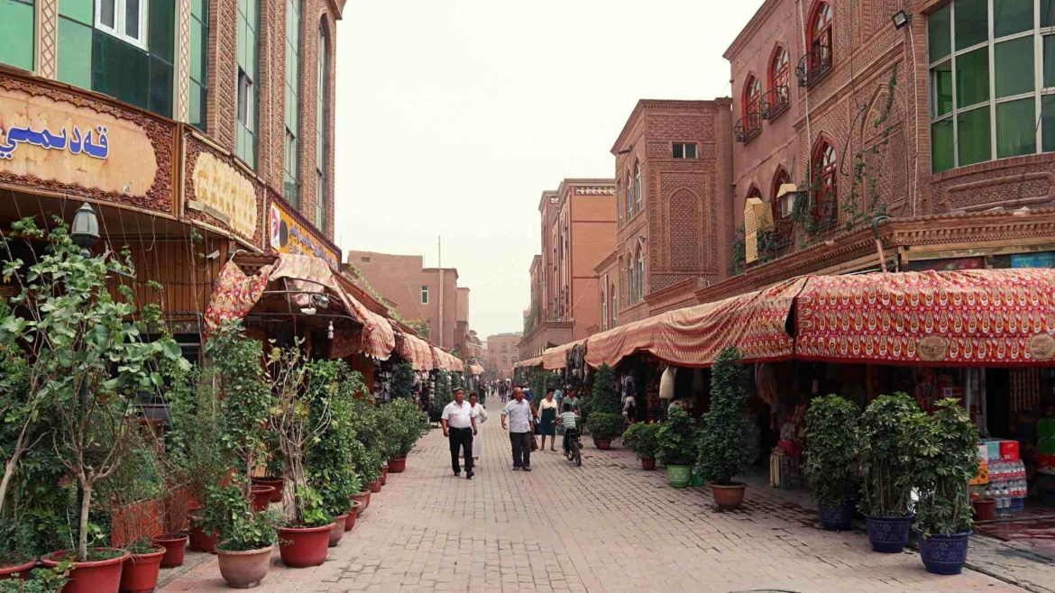 Xinjiang travel- on the streets of Kashgar Old City