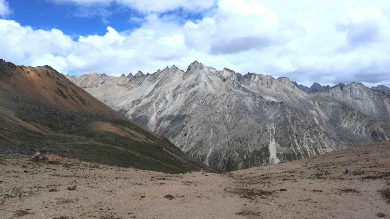 On a Genyen mountain pass