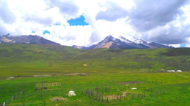 Genyen Mountain and the Tibetan grasslands
