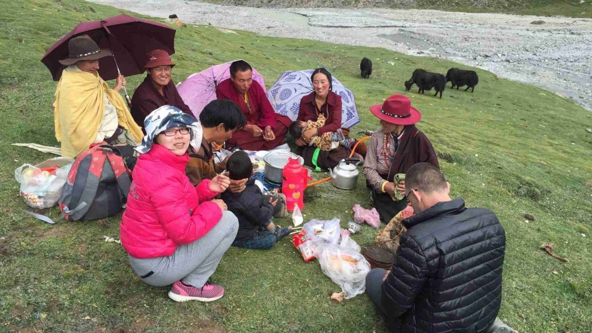 Dinner on the grassland with local Tibetans