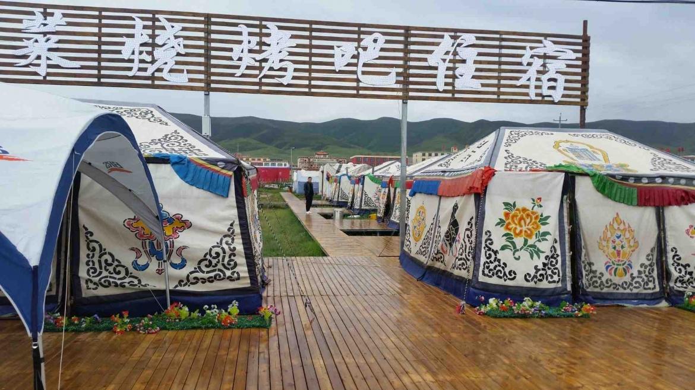 Yurt restaurant at Qinghai Lake coast