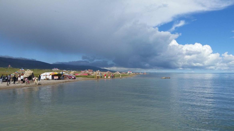 The shores of Qinghai Lake