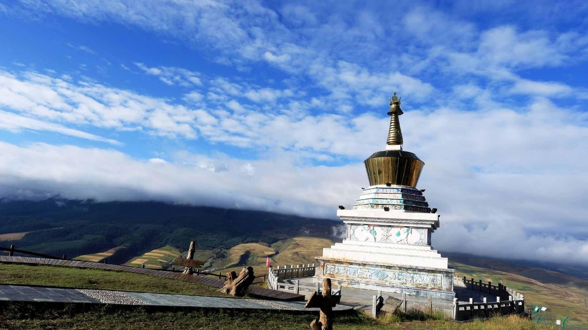 A Tibetan stupa in Ta'er (Kumbum) Monastery