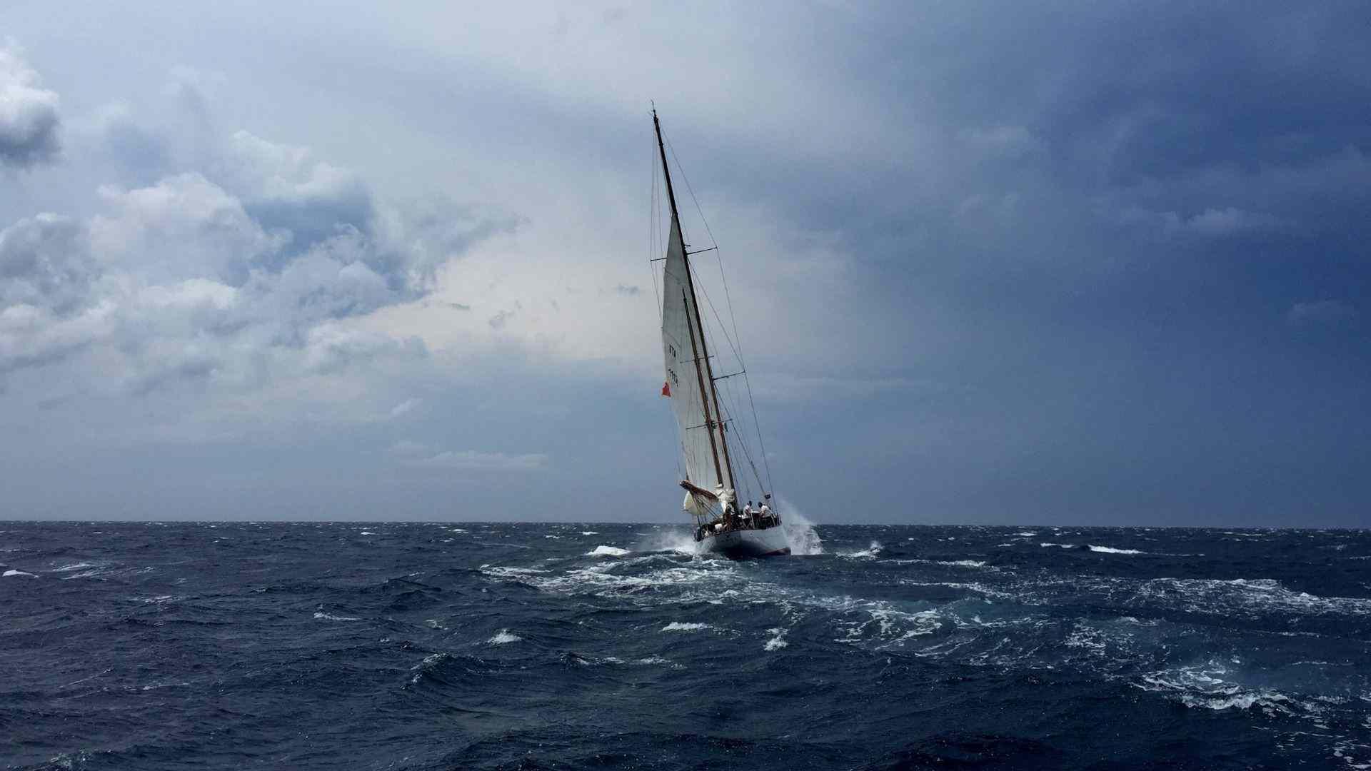 Sailing shipping