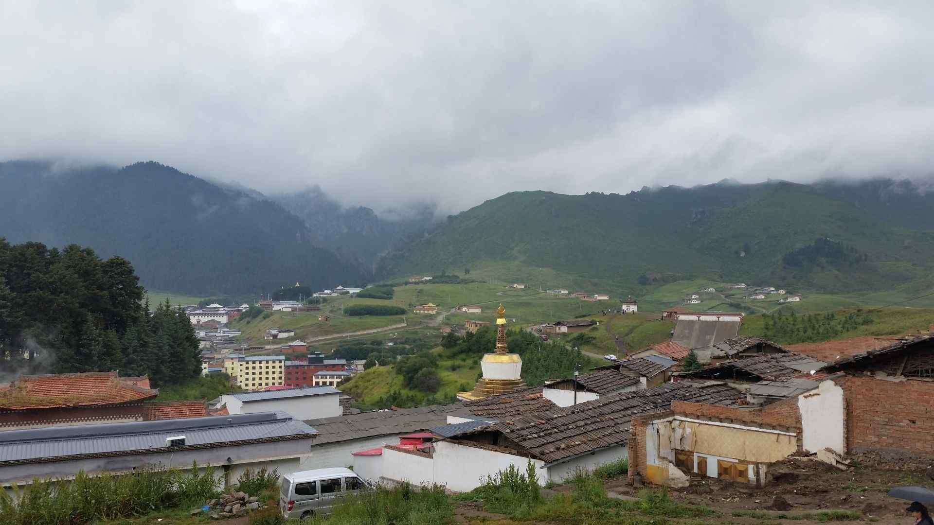 Langmusi (Taktsang Lhamo) from above